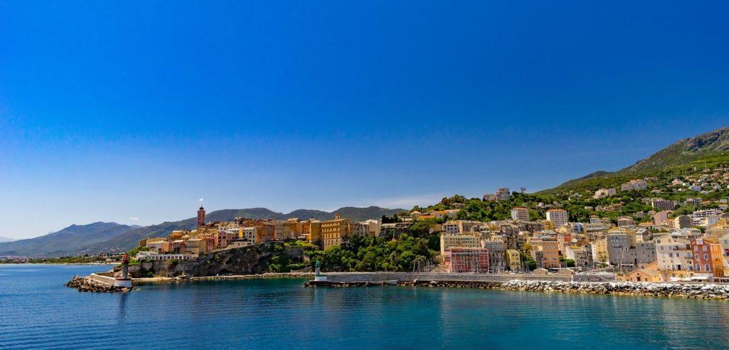 Défiscaliser avec le FIP Corse