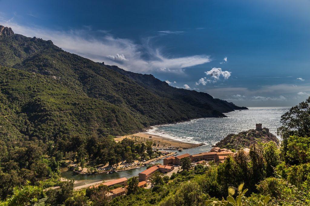 Comment réduire ses impôts avec le FIP Corse ?